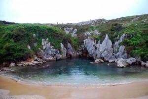 Playa de Gulpiyuri ( Llanes )