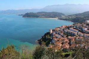 Lastres , puerto pesquero típico del Oriente de Asturias , muy característico por sus casas escalonadas