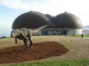 El Museo del Jurásico de Asturias , en Lastres , con recreaciones a tamaño natural