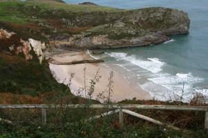 Playa de Ballota , a unos pocos km de Llanes.