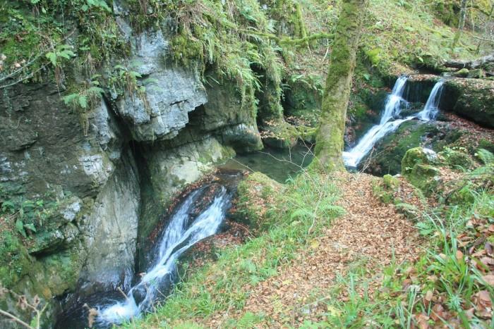 Saltos de agua en la ruta del Río Infierno